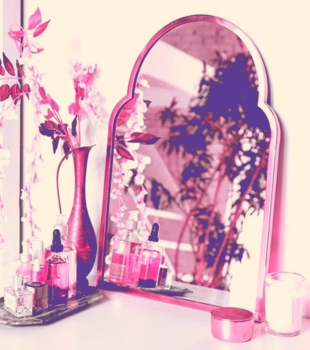 There are many Feng Shui rules for mirrors