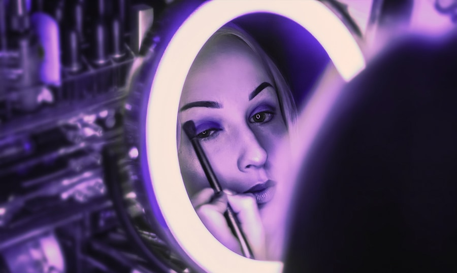 Lighted mirrors give the best illumination for makeup
